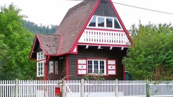 Membangun Rumah di Desa / di Kota